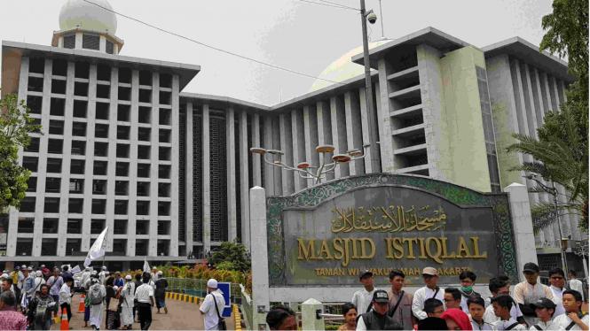 Massa aksi long march dari Masjid Istiqlal