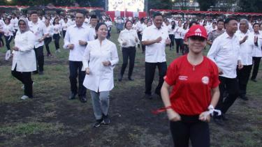 Empat Menteri Jokowi tari poco-poco di Manado.