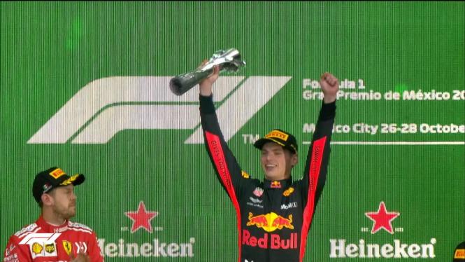 Pembalap Red Bull, Max Verstappen (kanan)