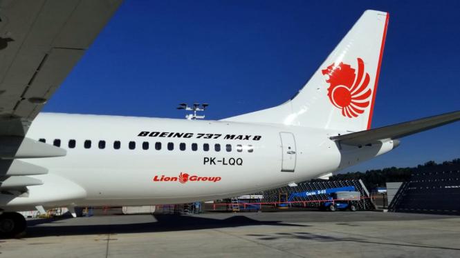 Pesawat Kecelakaan, Empat Pejabat Lion Air Dinonaktifkan