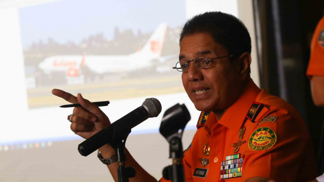 Kepala Basarnas Marsekal Muda TNI M. Syaugi memberikan keterangan pers mengenai hilang kontaknya pesawat Lion Air JT-610 rute Bandara Internasional Soekarno Hatta-Bandara Depati Amir Pangkalpinang di Kantor Basarnas, Jakarta