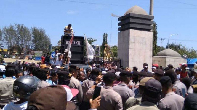 Demonstrasi pengungsi gempa Lombok tagih bantuan