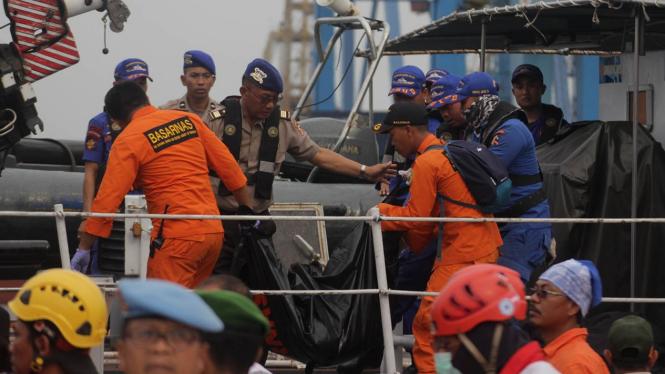 Hari Kedua Evakuasi Jenazah dan Puing Pesawat Lion Air JT610