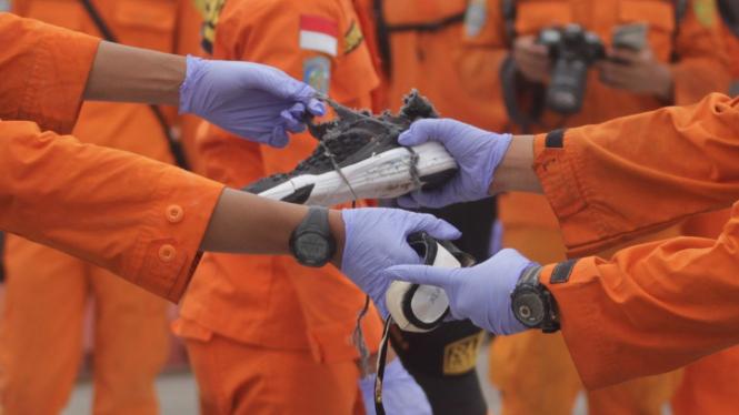 Evakuasi jenazah, barang milik korban, dan puing pesawat Lion Air JT610.