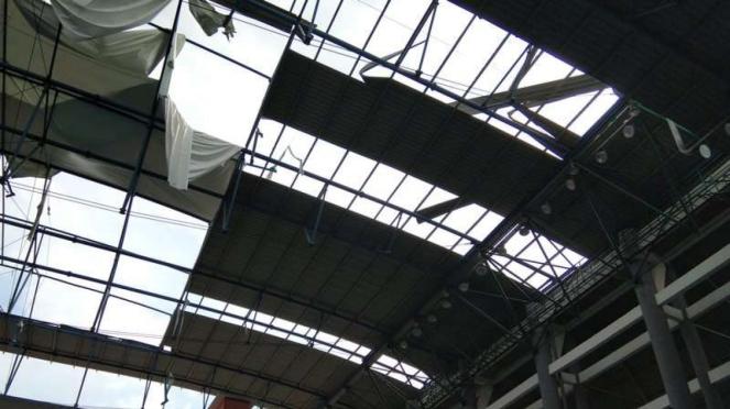 Kawasan Jakabaring Sports Center yang rusak diterjang badai