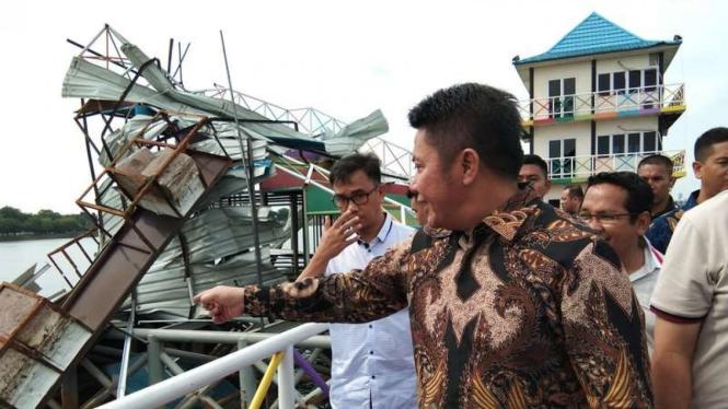 Gubernur Sumatera Selatan, Herman Deru, memantau kawasan JSC yang rusak diterjang badai