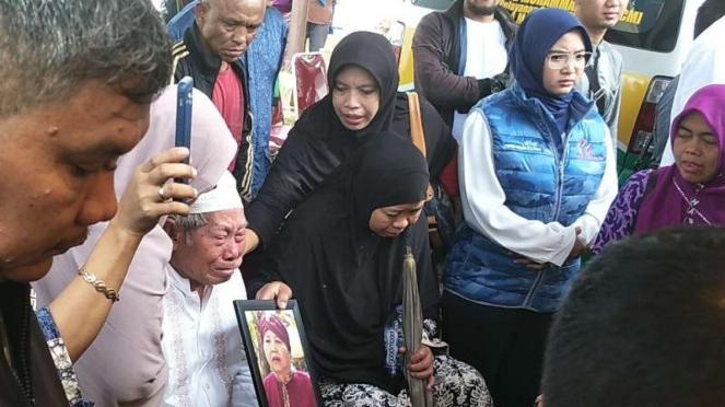 Pemakaman ibunda Eko Patrio
