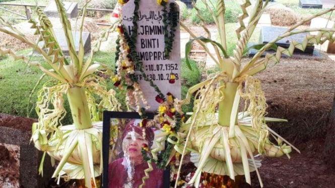 Makam ibunda Eko Patrio