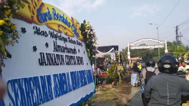 Rumah Jannatun Cyntia Dewi Mulai Dipenuhi Karangan Bunga