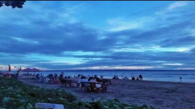 Pantai Seminyak, Bali.