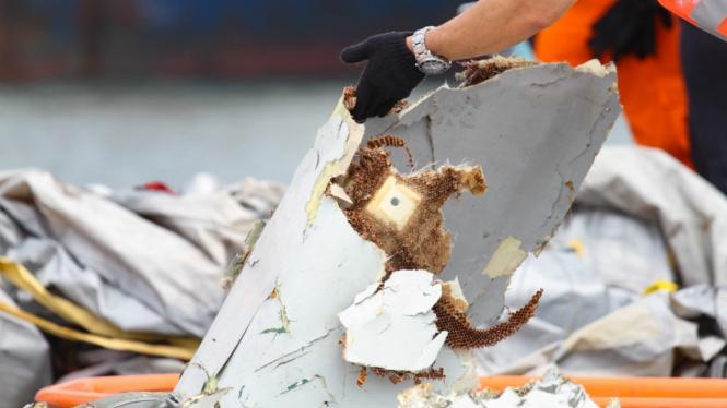 Identifikasi Serpihan dan Barang Korban Jatuhnya Pesawat Lion Air