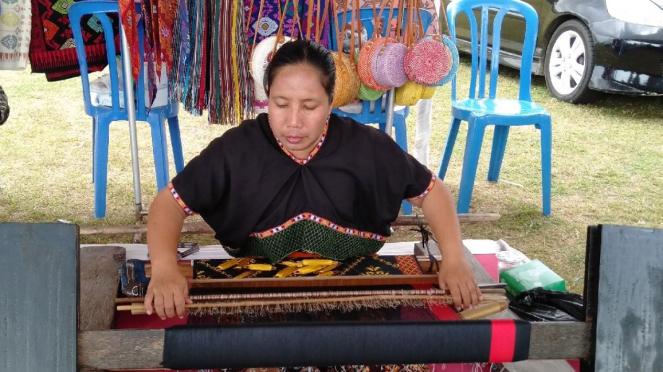Penenun songket Lombok