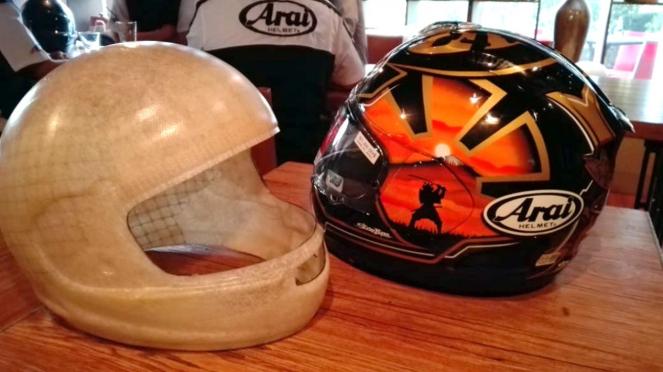 Helm impor merek Arai