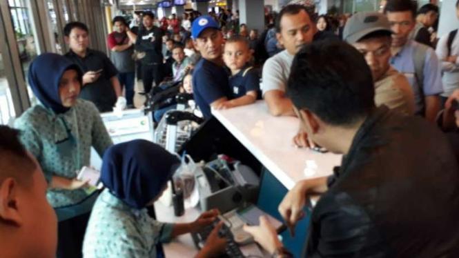 Delay 4 Jam, Penumpang Lion Air Jt 0130 Mengamuk