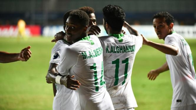 Pemain Arab Saudi merayakan gol ke gawang Jepang