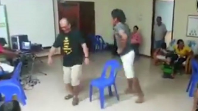 Bapak-bapak Lomba Rebutan Kursi Bikin Ngakak Dan Berakhir Apes