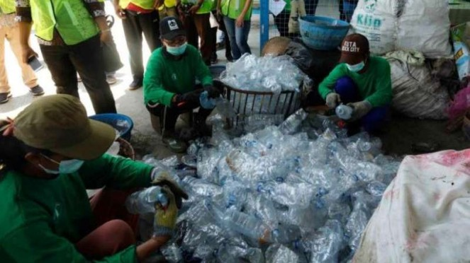Daur ulang botol air kemasan Aqua