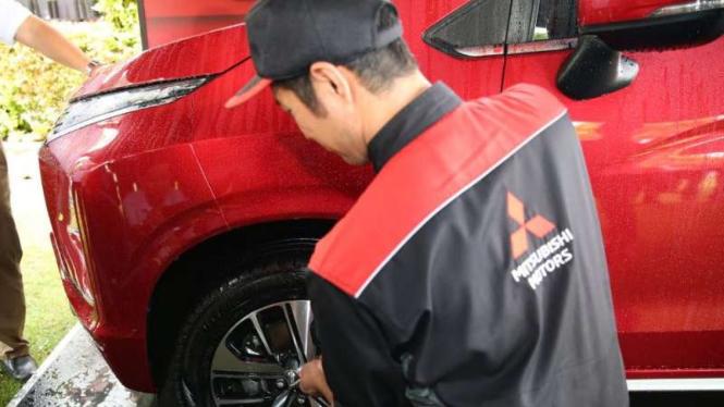 Ilustrasi Mitsubishi Service