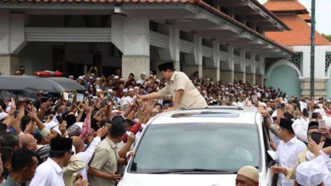 Keliling Jatim, Prabowo Ziarah Ke Makam Sunan Ampel