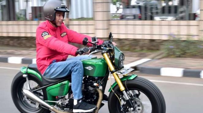 Presiden Jokowi touring naik motor custom