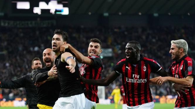 Pemain AC Milan merayakan kemenangan atas Udinese