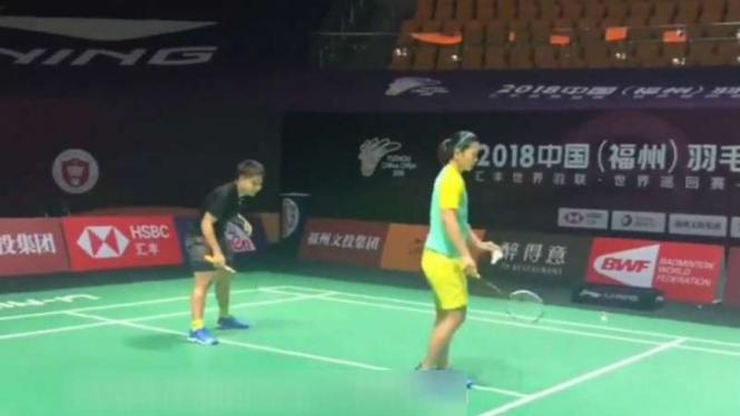 Greysia Polii dan Apriyani Rahayu mencoba arena China Terbuka.