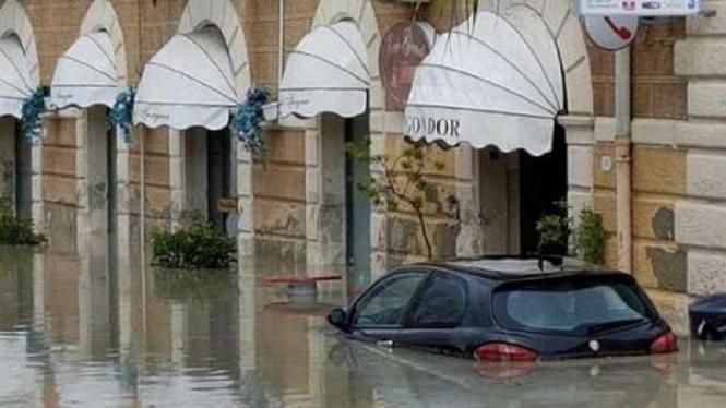 Banjir di Pulau Sicilia Italia