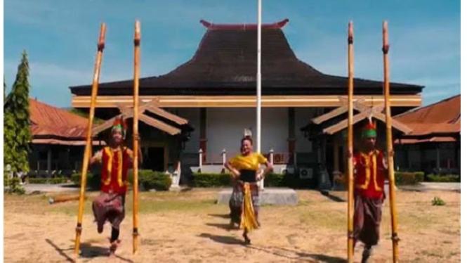 Atraksi budaya Sikka.