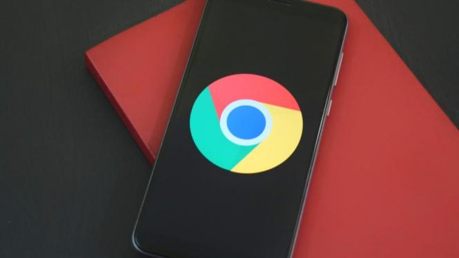 Ilustrasi Chrome di smartphone.