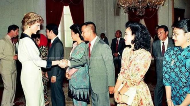 Prabowo Subianto bersalaman dengan Lady Diana