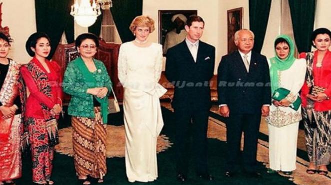 Prince Charles dan Lady Diana saat berkunjung ke Indonesia