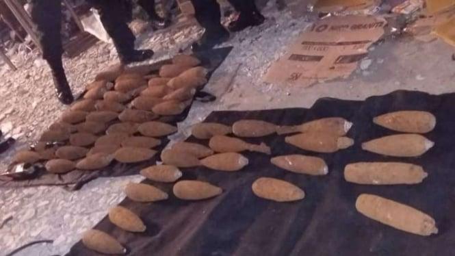 Pedagang Barang Rongsokan Temukan Puluhan Mortir Aktif