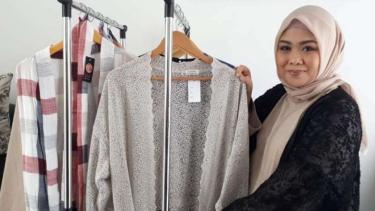 Desainer Sari Batubara pamer koleksinya di JFW 2019