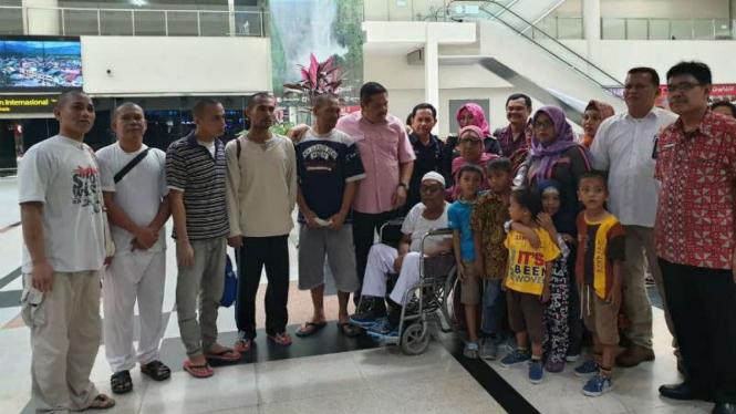 Lima nelayan asal Langkat, Sumatera Utara, yang sempat dipenjara di Malaysia dipulangkan ke Indonesia dan tiba di Bandara Kualanamu, Deli Serdang, pada Kamis, 8 November 2018.