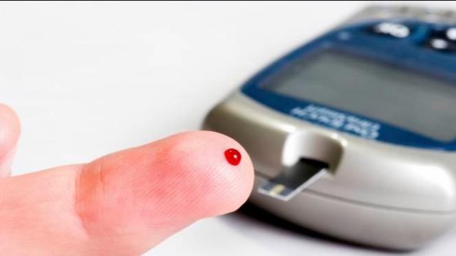 Ilustrasi cek gula darah.