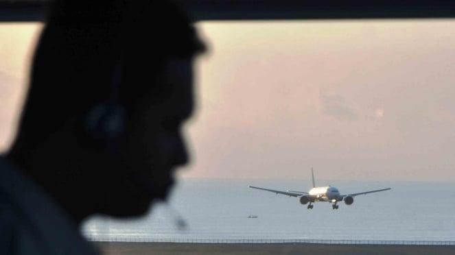 Ilustrasi pantauan penerbangan dari ATC.