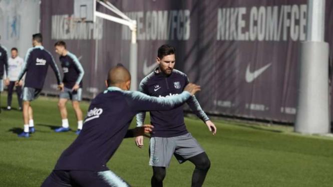 Megabintang Barcelona, Lionel Messi, dalam sesi latihan tim