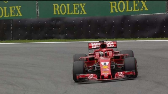 Pembalap Tim Ferrari, Sebastian Vettel, dalam sesi FP3 F1 GP Brasil