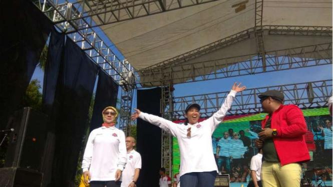 Menteri Rini Goyang Seru Diiringi Dangdut Siti Badriah – Viva