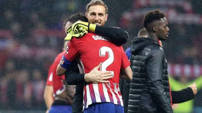 Pemain Atletico Madrid, Diego Godin, rayakan gol.