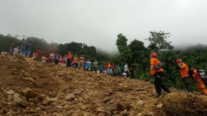 Cuaca Ekstrem Di Sumut, Tujuh Orang Satu Keluarga Terimbun Longsor