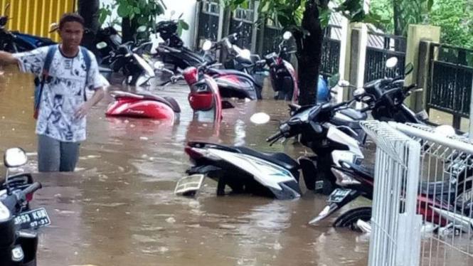 Hujan Deras Picu Banjir Di Tiga Kecamatan Bekasi