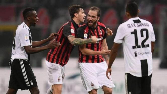 Detik-detik Ronaldo Didorong Higuainsaat Juventus Bekap Ac Milan