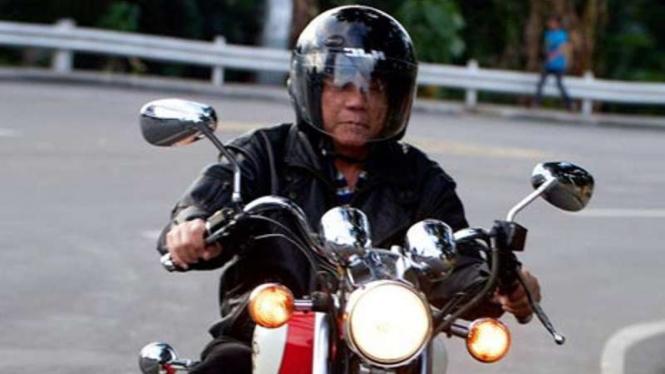 Presiden Filipina, Rodrigo Duterte mengendarai sepeda motor