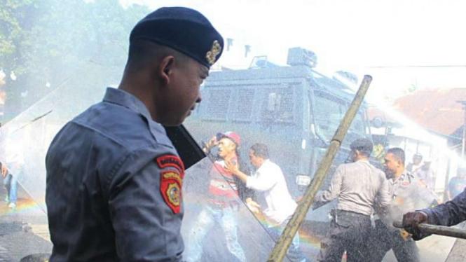 Demo Protes Kpu Tak Diskualifikasi Cagub Petahana Maluku Utara Ricuh