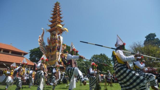 Prosesi Ngaben Tokoh Puri Kerajaan Denpasar