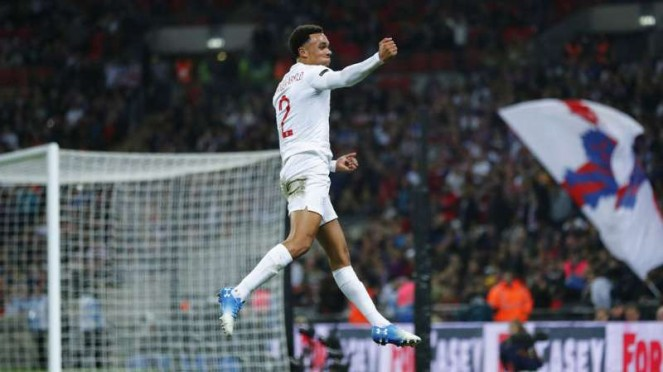 Pemain Inggris, Trent Alexander-Arnold rayakan gol.