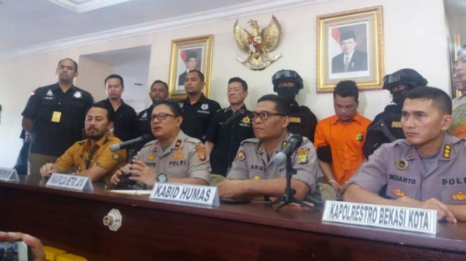 Konferensi Pers kasus pembunuhan sekeluarga di Bekasi