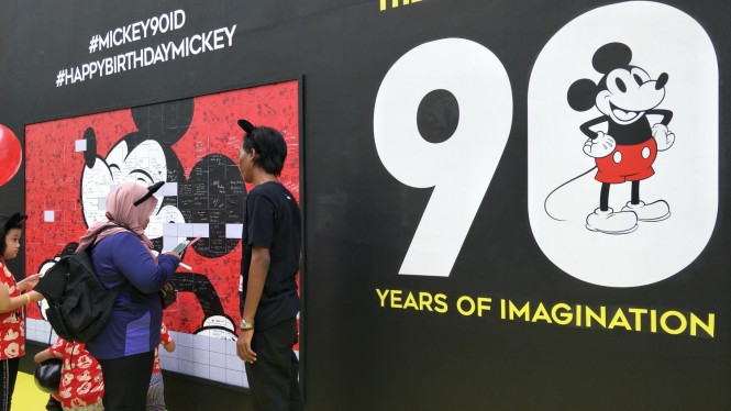 Perayaan Ulang Tahun Mickey Mouse ke-90 di CFD Jakarta Seru Banget