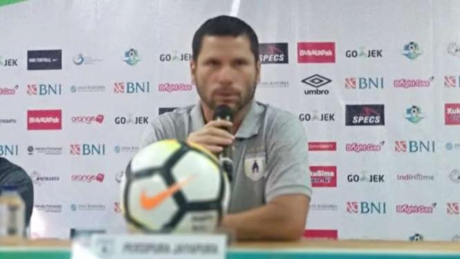 Pelatih Persipura Jayapura, Oswaldo Lessa.